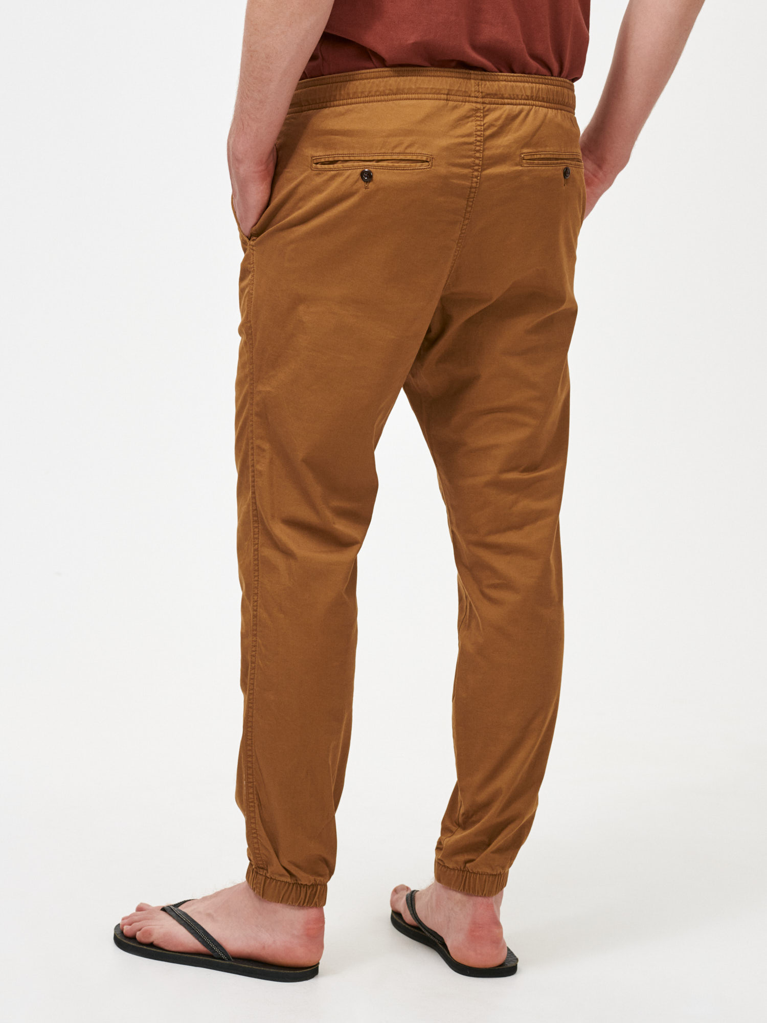 Nohavice slim canvas joggers with GapFlex (2)